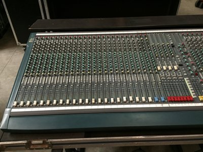Soundcraft K3 40-channel live console (32+4/16/8) incl. flightcase and dual CPS 275 power supply